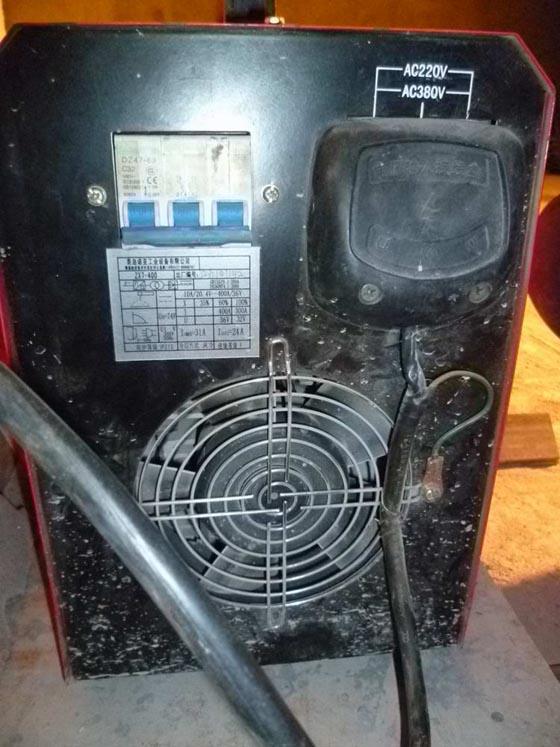 焊机电源输入端必须有防护罩,并可靠接地